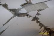 Перебитые взрывом плиты перекрытия